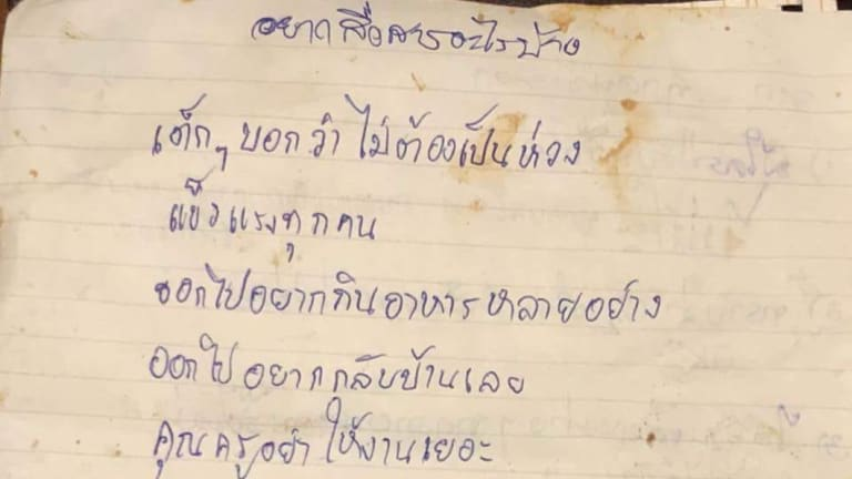 The note penned by the Thai Navy SEAL who is staying with the boys in the cave.