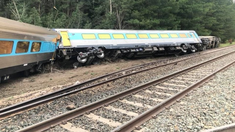 Sydney-to-Melbourne train derails north of Melbourne