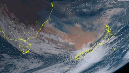 'Ominous': Australia's bushfire smoke turns New Zealand skies orange