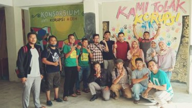 The current student cohort at the SAKA anti-corruption school in Banda Aceh, Indonesia.