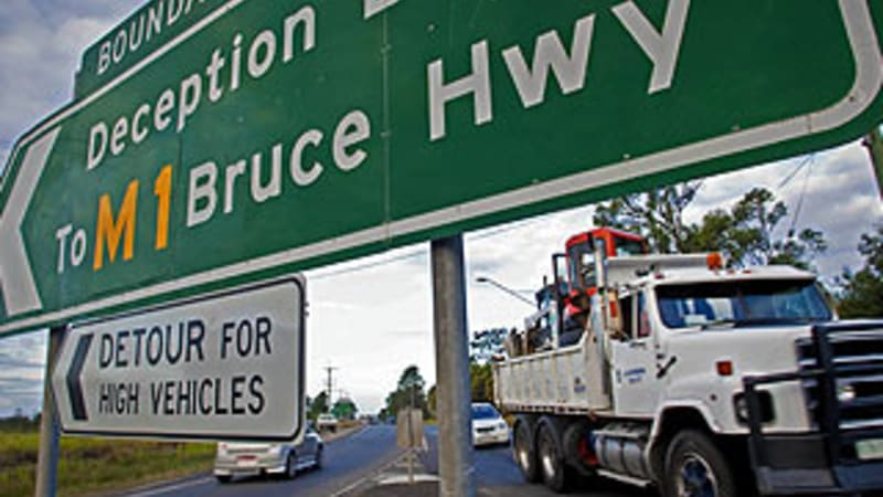 Huge' delays on M1 and Bruce Highway reopened after stolen car crash