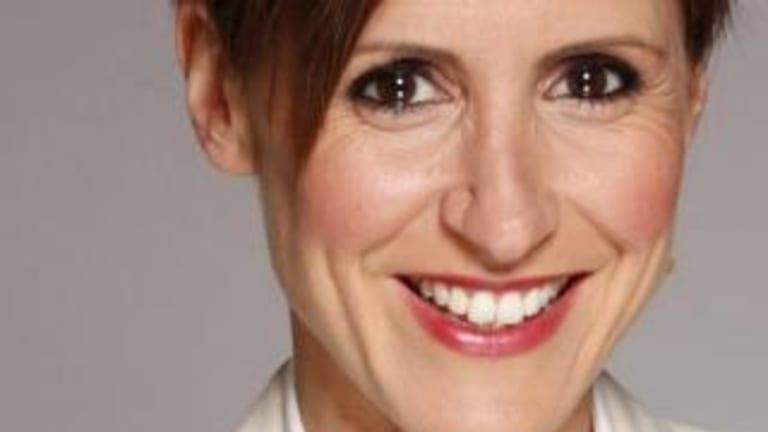 Former <i>Lateline</i> host now the ABC's economics correspondent Emma Alberici.