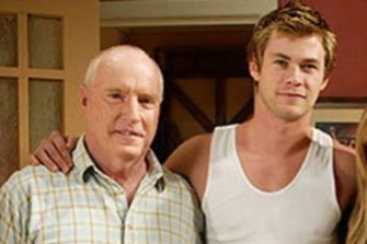 Meagher as Alf Stewart and Chris Hemsworth as Kim Hyde in Home And Away.