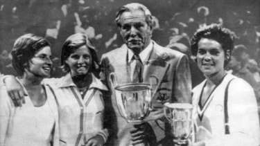 Champions of 1974: Janet Young, Dianne (Fromholtz) Balestrat, manager Vic Edwards and Evonne Goolagong Cawley.