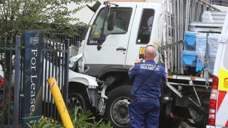 Mcdonalds Crash Truck Crashes Into Restaurant Car Park In Fairy