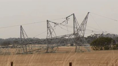 Melbourne weather LIVE updates: Power outages across Victoria as SA interconnector trips in wild wind, heatwave, storms