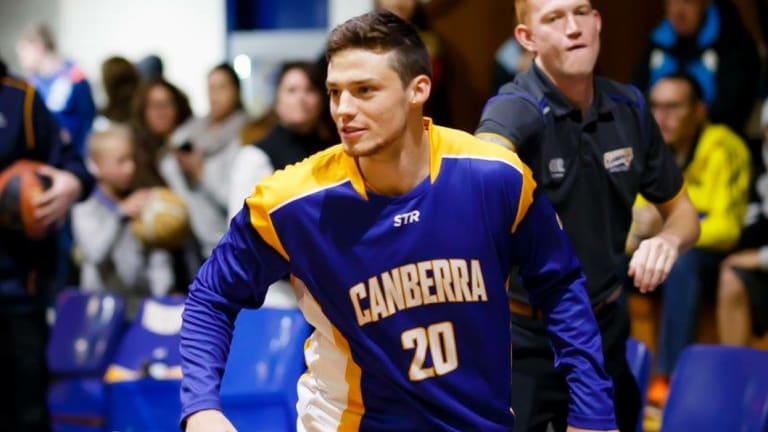 Former Canberra Gunners star Marshall Nelson has signed with the Illawarra Hawks.