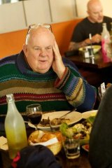 Les Murray has lunch with Jason Steger in 2012.