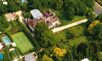 An aerial view of Cranlana House.