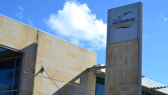City of Mandurah apologises after using ratepayer cash for 'accidental' political ads