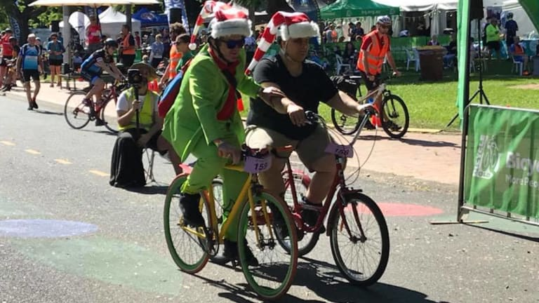 Sean Harrison (left) guiding vision-impaired cyclist Brendon Donohue (right) on the 10km ride.