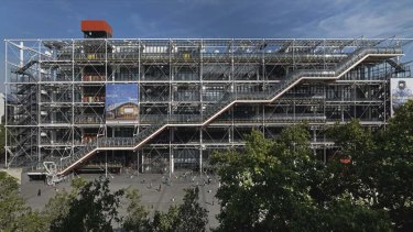 Bringing the inside out: Is the Pompidou Centre honest?