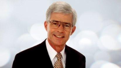 Tributes flow for Queensland newsreader Frank Warrick, dead at 76