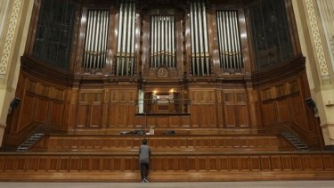 Composer and synth geek Ehsan Gelsi checks out Melbourne Town Hall's grand old organ.