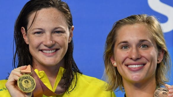 Cate Campbell, center, and Madeline Groves have been enthusiastic supporters of the ISL.