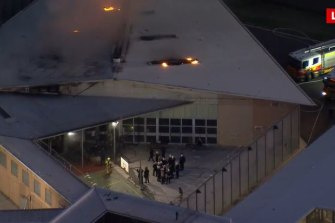 Officers have removed the inmates from the prison roof.