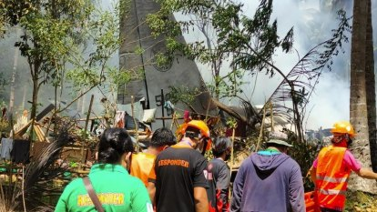 Soldiers jump to safety as dozens killed in Philippine military plane crash