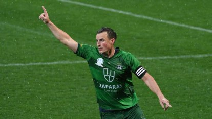 Bentleigh Greens win NPL Victoria title in dramatic penalty shoot-out