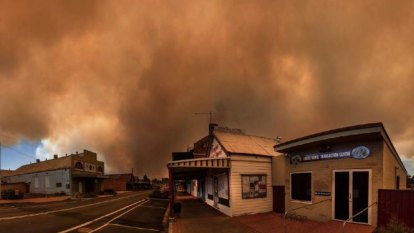 'Imminent threat to lives' as bushfire impacts properties in northern NSW
