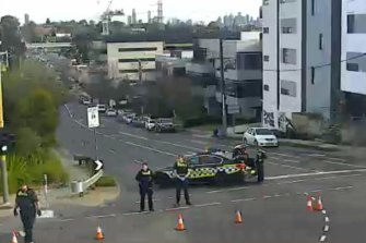 Toorak Road was closed between Auburn Road and Tooronga Road following the incident.