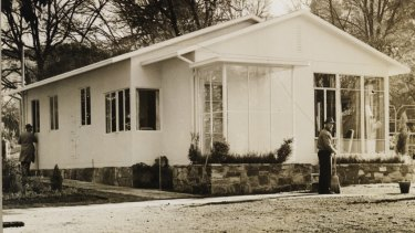 Beaufort Home prototype at Treasury Gardens, 1946, designed by Arthur Baldwinson.