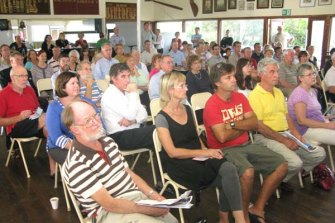 Bulimba residents at a public meeting on the topic of a cross-river bridge to Teneriffe in 2010, also addressed by then-infrastructure minister Stirling Hinchliffe.
