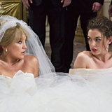 Kate Hudson and Anne Hathaway in Bride Wars.
