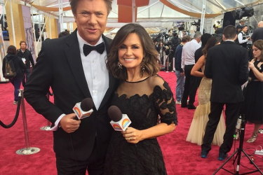 Things are getting crowded on the Oscar's red carpet. Nine showbiz veteran Richard Wilkins and his former colleague Lisa Wilkinson covering the 2015 Academy Awards