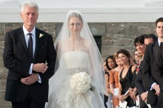 Maxwell (right) watches Bill Clinton walk his daughter Chelsea down the aisle in 2010.
