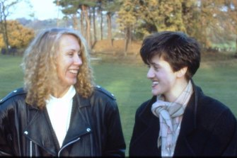 Friends and fellow musicians Lindy Morrison and Tracey Thorn on Hampstead Heath, London, in 1987.