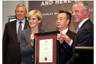 A photo from the Australian War Memorial's 2015-16 annual report, showing Rear Admiral Ken Doolan (retired), Foreign Minister Julie Bishop, Dr Chau Chak Wing and memorial director Dr Brendan Nelson. Ms Bishop is presenting the Australian War Memorial fellowship to Dr Chau.