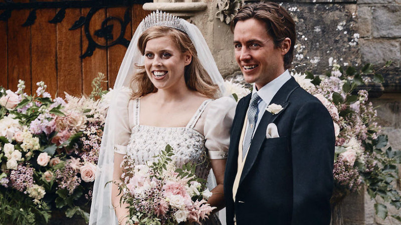 Princess Beatrice S Wedding Dress Was A Nod To The Queen