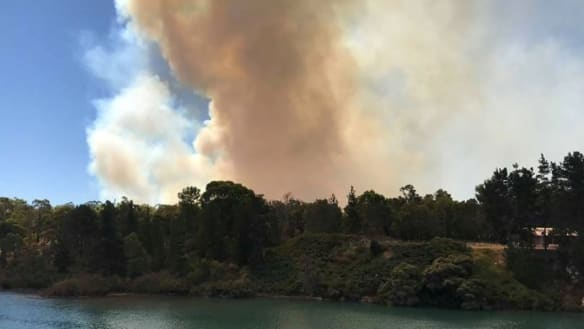 Threat eases after bushfire emergency near Collie cut power to homes