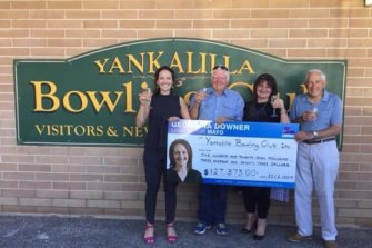 Liberal candidate Georgina Downer presents a cheque to the Yankalilla Bowling Club in February 2019.