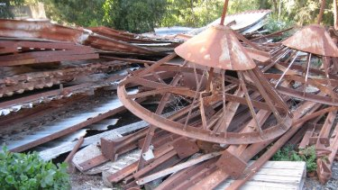 The remains of a similar J.H. Porter shed that stood for decades in Geelong until an attempt to move it to Ballarat was made in 1971.