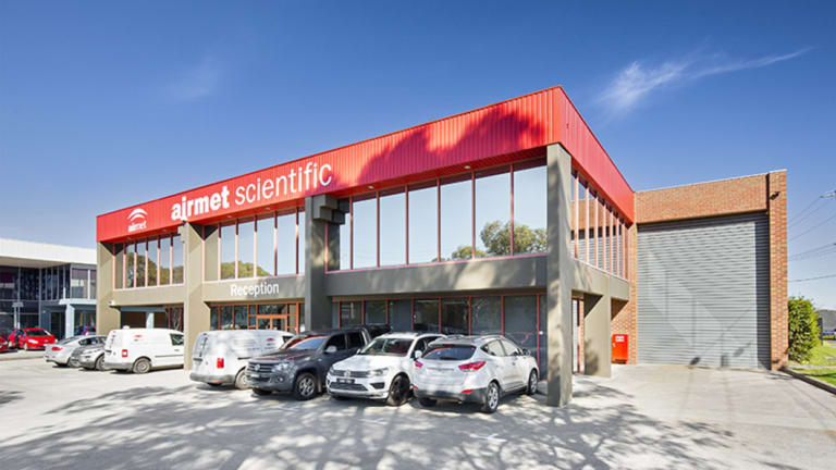 A successful buyer snapped up a 1200 sq m office/warehouse.