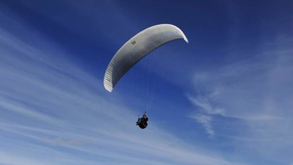 Paraglider takes social distancing to a whole new level