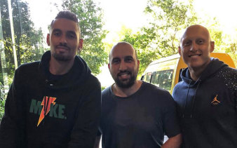 Sam Karagiozis (centre) poses for a photo with Australian tennis star Nick Kyrgios (l) and his brother Christos Kyrgios.