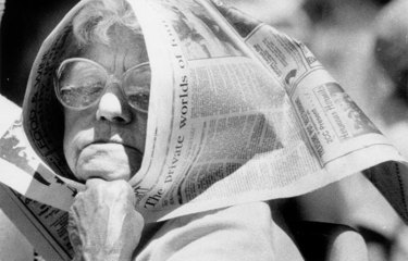 Edith Dowling, little-known inventor of <i>The Canberra Times</i> hat, used the paper to shield herself from the sun on a hot Australia Day in 1989.