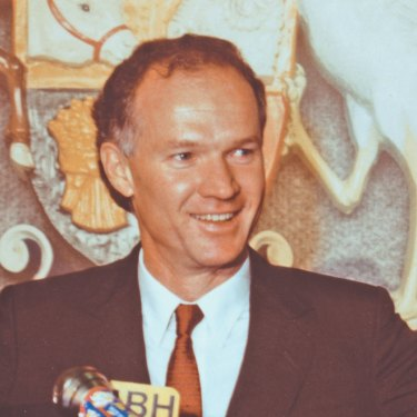 Labor leader Wayne Goss claims victory in the 1989 Queensland state election.