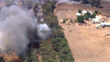 The bushfire is burning out of control in the Perth Hills suburb of Wooroloo.