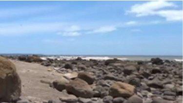 Ancestral bones have washed up aroundMaketu Beach in New Zealand after a landslide.