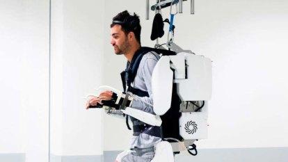 AI exoskeleton helps quadriplegic to walk by reading his brain