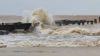 Seroja goes to red alert, WA authorities warn of 'widespread devastation'