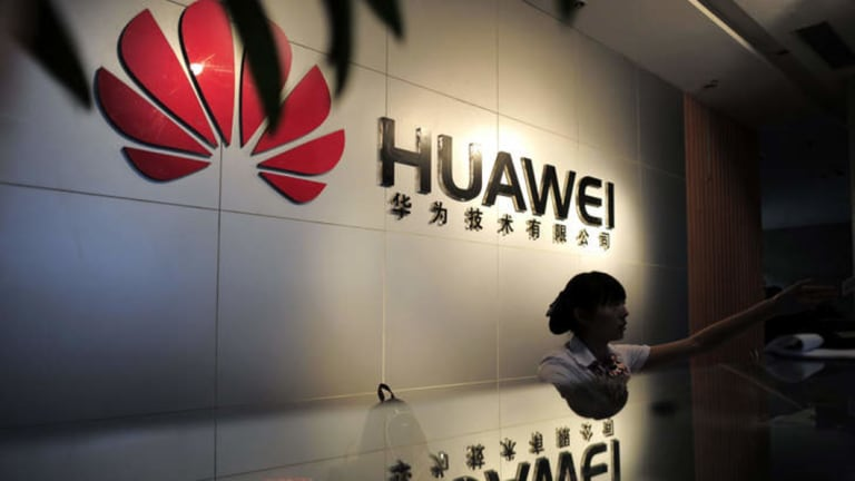 This week in WA politics was dominated by a controversial decision by the state government to award a $136 million contract to Chinese telco Huawei.