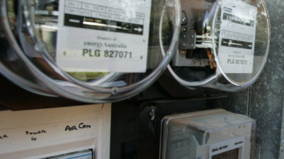 Powerful debts on energy bills are tipping Australians 'off a cliff'