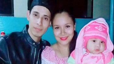 Oscar Alberto Martinez Ramirez with his wife Tania Vanessa Avalos and their daughter, Valeria.