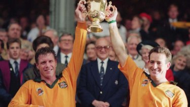 Nick Farr-Jones and David Campese with the World Cup in 1991.