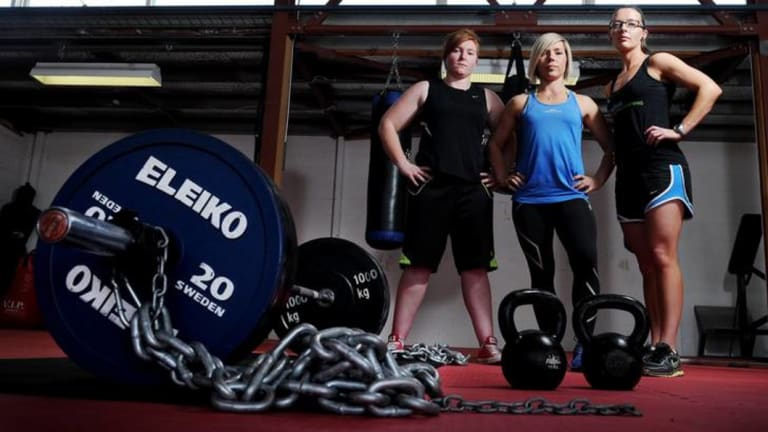Liz Craven (middle) broke a powerlifting world record last month.