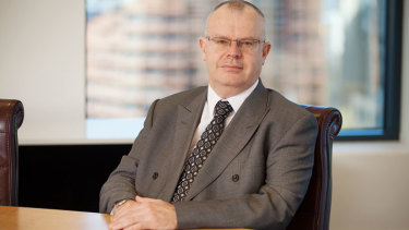 EISS chair Warren Mundy has resigned from the super fund as it reels from an expenses crisis.